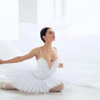 Ballerina in pointe