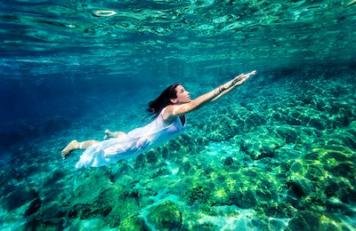 Refreshing swimming underwater