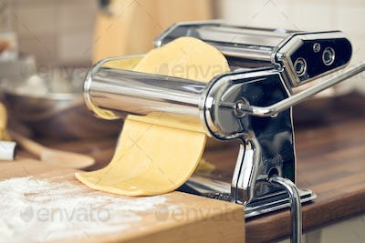 fresh pasta and pasta machine
