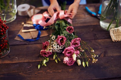 Tying up bouquet