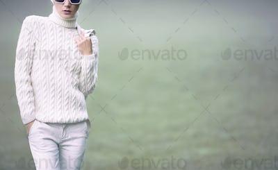 Portrait stylish lady in white glamorous clothes. Fall urban sty