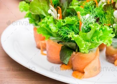 Salmon organic vegetable roll