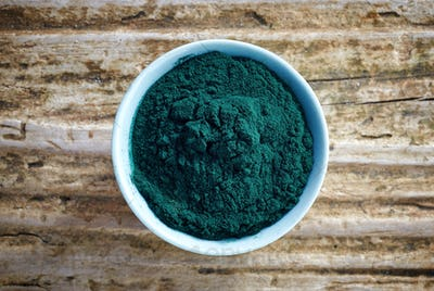 bowl of spirulina algae powder