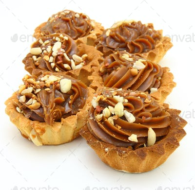 Pie a basket with chocolate condensed milk and nuts