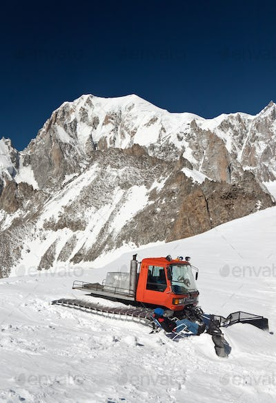snowcat and mont Blanc