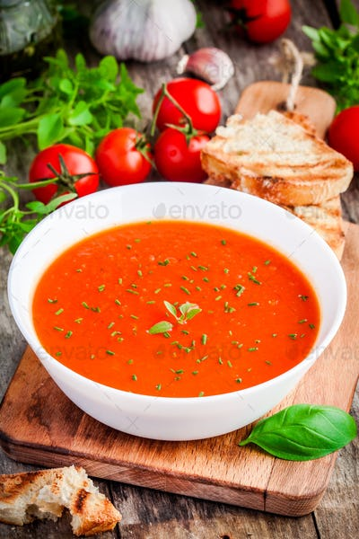 homemade vegetarian tomato cream soup