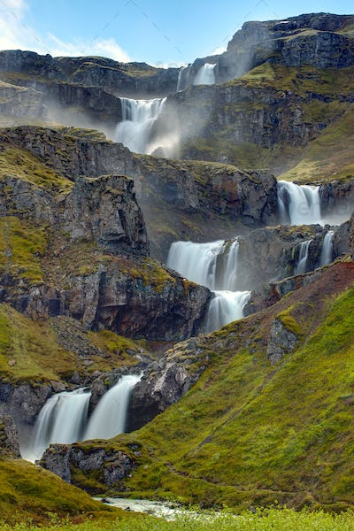 The Klifbrekkufossar waterfall