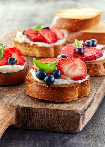 toasted bread with berries and cream cheese