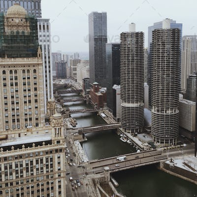 Looking down to Chicago River from a Hight Perspective