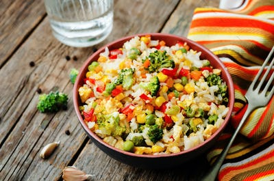 broccoli carrots corn green peas red pepper rice