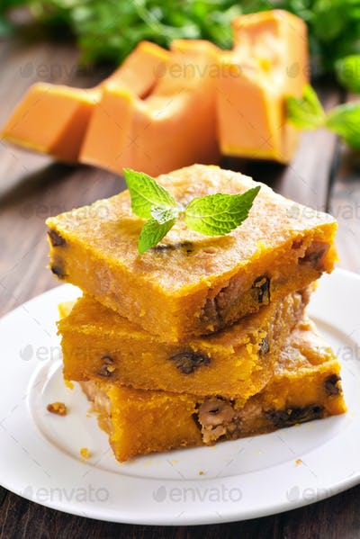 Pumpkin pie with nuts