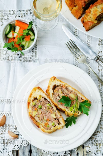 minced beef Wellington with vegetables
