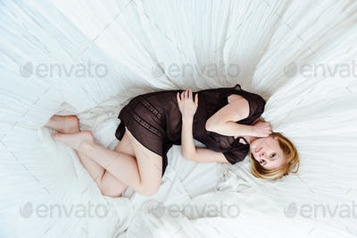 girl on a four-poster bed, top view.