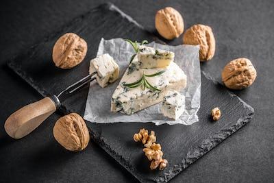Gorgonzola or bleu cheese
