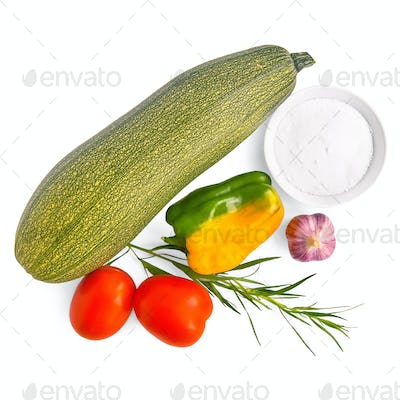 Zucchini with vegetables and salt