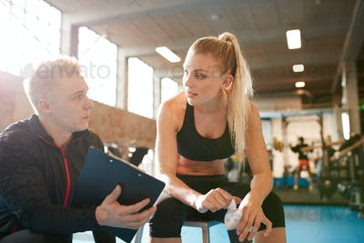 Personal trainer and student discussing fitness plan