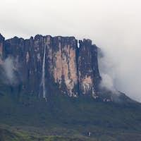 Waterfalls and clouds at Kukenan tepui or Mount Roraima. Venezue