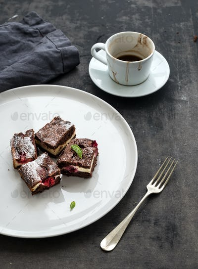 Cheesecake brownie squares with raspberries and coffee