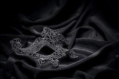 Crochet carnival mask