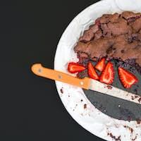 Chocolate strawberry cake with fresh strawberries