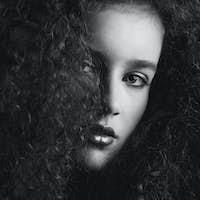 Black and white portrait of a a beautiful female fashion mode