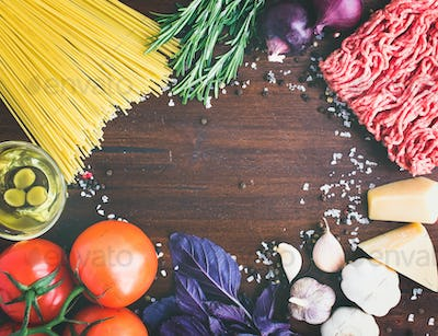 Pasta Bolognese ingredients: spaghetti, minced meat, tomatoes, b