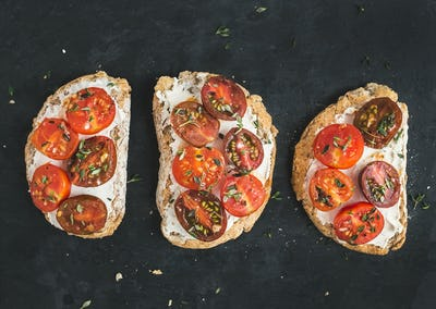 Ricotta and cherry-tomato sandwiches with fresh thyme over a dar