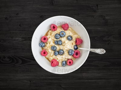 Oat porridge with fresh raspberry, blueberry and honey