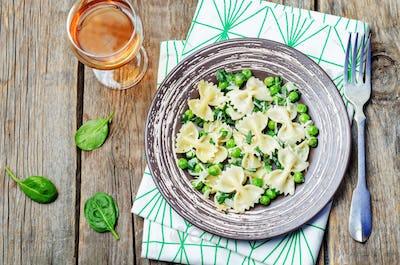 Spinach green peas Farfalle