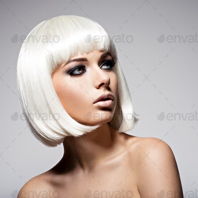 Beautiful woman with hairstyle bob and fashion  black makeup of