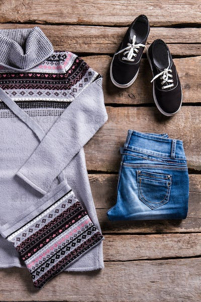Keds and jeans with tunic.