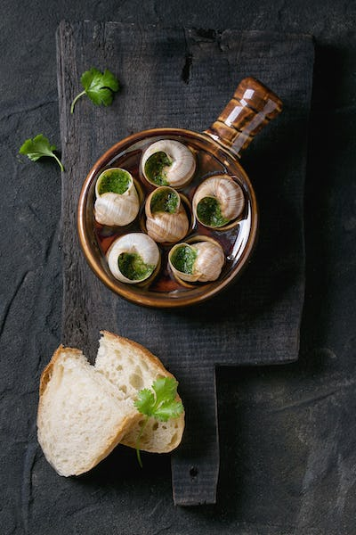 Ready to eat Escargots de Bourgogne snails