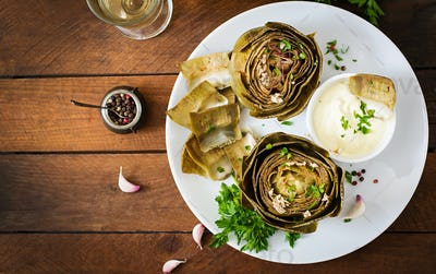 Baked artichokes cooked with garlic sauce, mustard and parsley. Top view