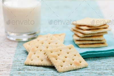 Square biscuit cracker with fresh milk in glass