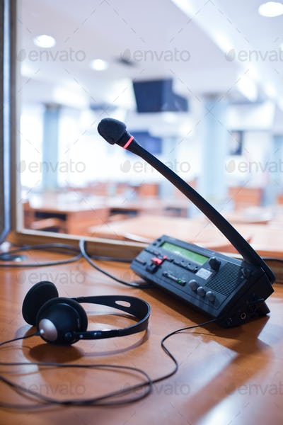 interpreting - Microphone and switchboard in an simultaneous int