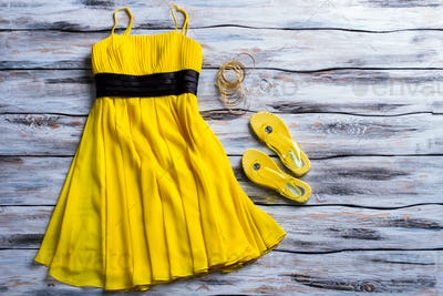 Yellow dress and flip flops.
