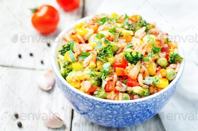 broccoli, corn, red pepper, green peas red and white rice