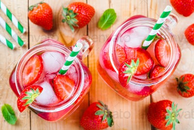Strawberry lemonade with ice in mason jar