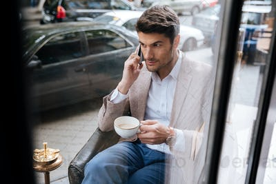 Businessman talking on the phone in a coffee shop