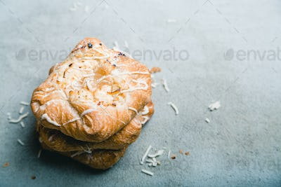 Sweet bun with cottage cheese and apple jam