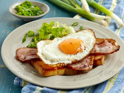 toasted bread, bacon and fried egg