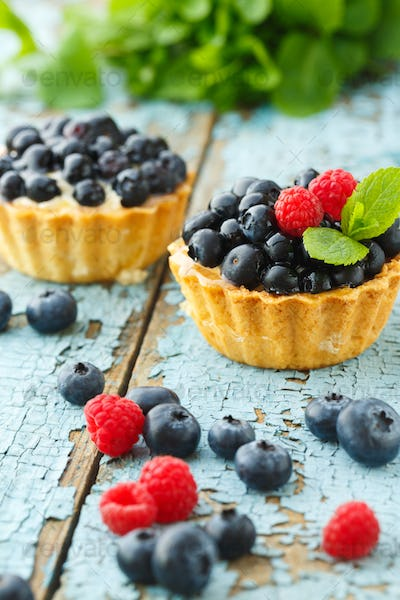 Delicious cupcake with fresh blueberry and raspberry