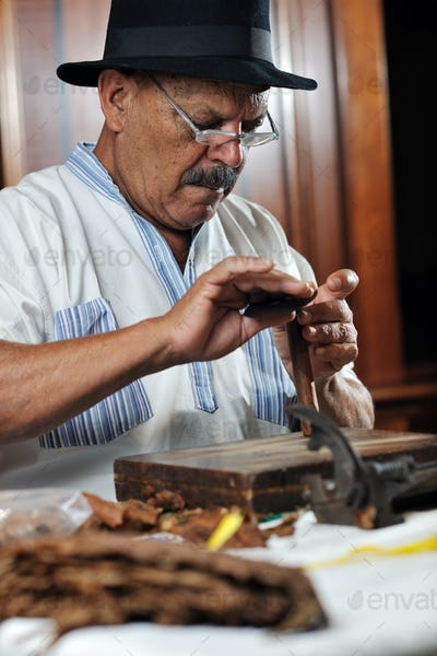 man making luxury handmade cuban cigare