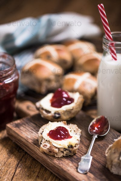 english hot cross bun with clotted cream