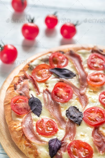 Pizza with cheese and prosciutto