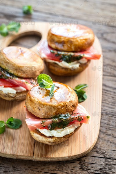 Mushroom burgers with jamon, cream cheese and mint sauce