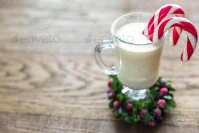 A glass of eggnog with mince pies