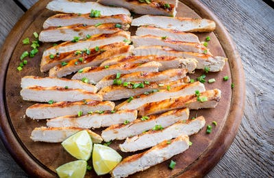 Slices of grilled chicken in lime sauce