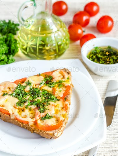 Sandwich with melted cheese and tomatoes
