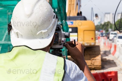 Surveyor operating the dumpy automatic level instrument at const